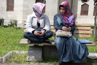 Die «Ursulinen Mechelen» Schule verbietet lange Röcke