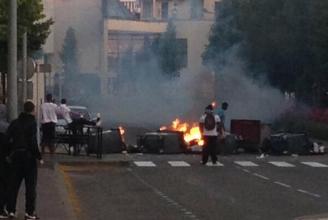 Stundenlang lieferten sich Jugendliche Kämpfe mit der Polizei