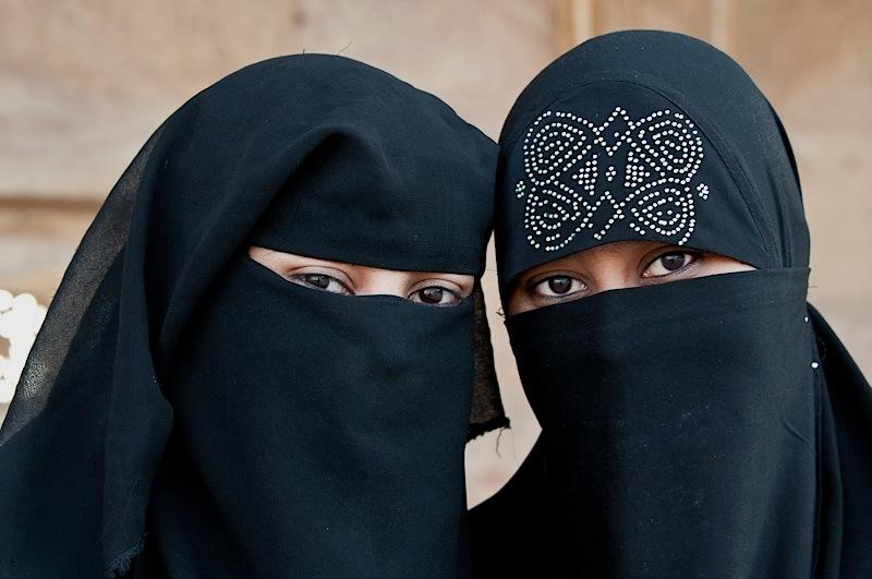 Niqab_Motion_Staenderat_032012
