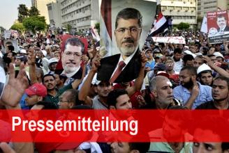 Anhänger Mursis strömen auf die Strassen